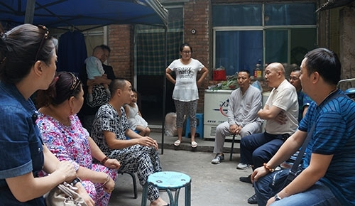 中国清真美食微信群志愿者斋月看望患病穆斯林青年