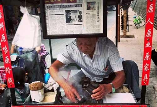 """76岁的""""镜糕爷爷""""走了 这世上少了一种香味"""